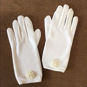 Girl's White Gloves